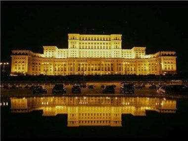 Casa Poporului - vedere nocturna